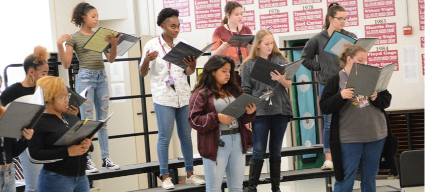 KHS choirs prep for holiday dinner, performance