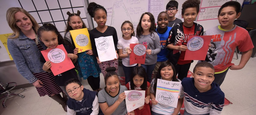 Pershing Park fourth-graders display notes for emergency responders