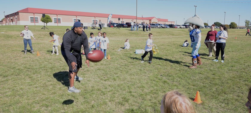 Cowboys coaches, cheerleaders lead camp