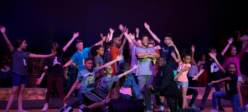 Summer musical cast rehearses Aladdin