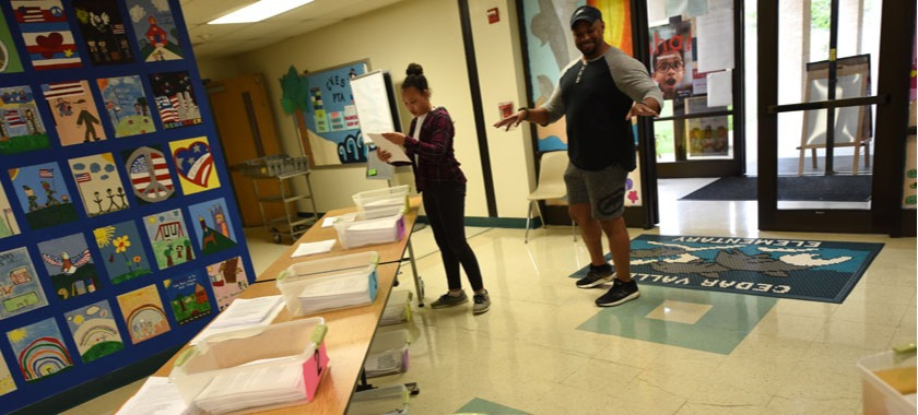 Elementary parents picked up new packets