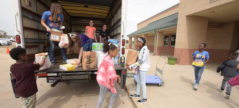 Saegert students load food donations